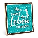 TypeStoff Holzschild mit Spruch – Leben tanzen – im Vintage-Look mit Zitat als Geschenk und Dekoration zum Thema Gelassenheit und Freiheit (19,5 x 19,5 cm)